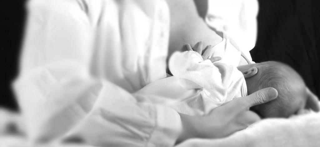 Breastfeeding_B&W blur2
